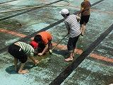 プール掃除6年 004